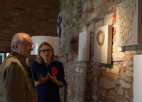 "Raccontando di Gioielli in Fermento ad un ammiratore d'eccezione, il Maestro Gualtiero Marchesi (Domenica 3 maggio 2015, Torre Fornello, looking at Liana Pattihis body of works ""Offerings, Tamata"" with a special guest, Gualtiero Marchesi, master of Italian Cuisine and great passionate of art and music)"
